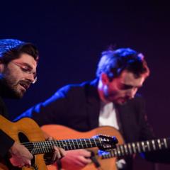 Die Musiker Joscho Stephan und Sven Jungbeck an der Gitarre.