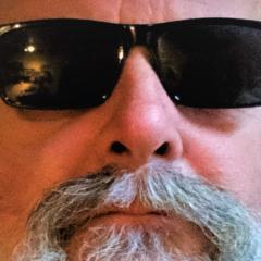 Erwin Radermacher Portrait mit Sonnenbrille
